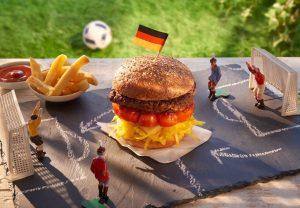Hamburger und Pommes