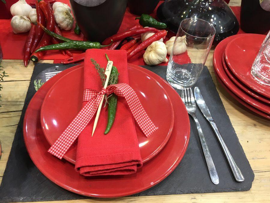 Tisch Deko Fur Grillparty Feurige Farbe Und Feuriger Geschmack